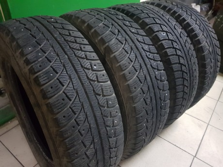 Gislaved Nord Frost 5 215/70R16